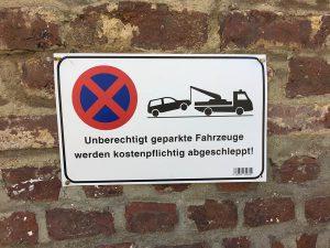 Parkverbotsschild am Parkplatz Kaiserstraße Ecke Südstraße