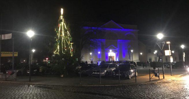 Die KKG Scheeter Jecke und der Werbering vollenden den Kohlscheider Weihnachtsbaum