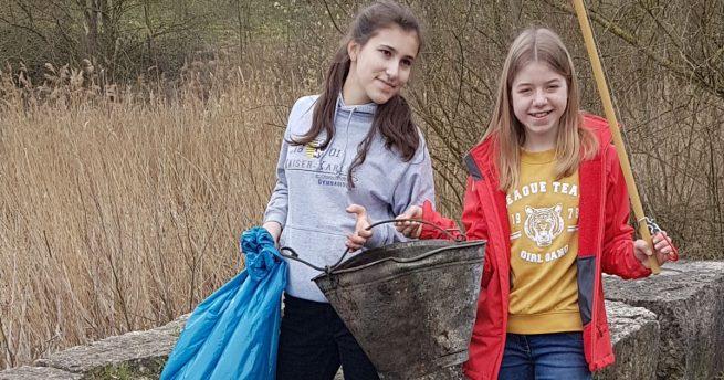 Halde Wilsberg dank zweier Schülerinnen wieder vom Müll befreit
